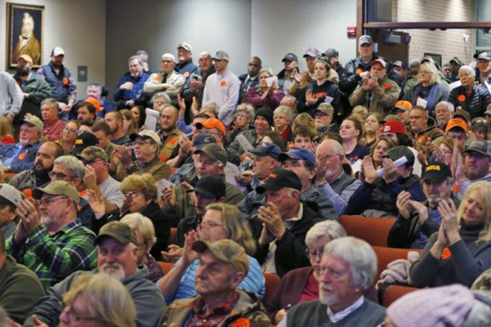 gun sanctuaries virginia 05427 spectators applaud as buckingham county 640x427 1