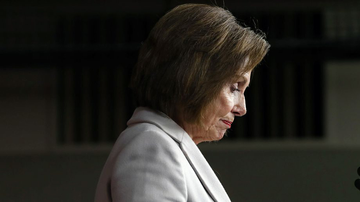 AP Pelosi Cracks