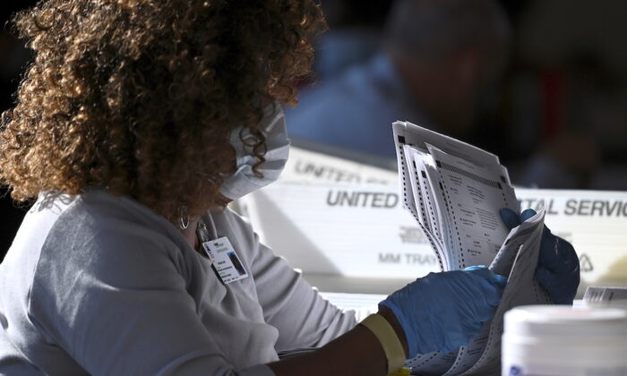 Largest Hand Re-tally of Ballots in US History Gets Underway in Georgia